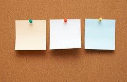 Panneau d'affichage avec des notes Photographie stock libre de droits