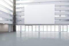 Panneau d'affichage blanc vide dans le hall du bâtiment vide avec le concret Images stock