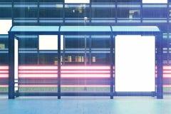 Panneau d'affichage d'arrêt d'autobus, avant, modifié la tonalité Images libres de droits
