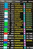 Panneau d'affichage d'arrivée à l'apparence de terminal d'aéroport Photographie stock libre de droits