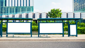 Panneau d'affichage de blanc d'arrêt d'autobus photographie stock