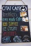 Panneau d'affichage de café dans Kazimierz District à Cracovie Pologne Photographie stock libre de droits