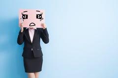 Panneau d'affichage de prise de femme d'affaires Images stock