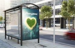 panneau d'affichage de publicité de lune de miel d'arrêt d'autobus Images stock