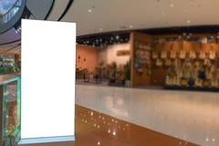 panneau d'affichage ou affiche de la publicité avec l'espace vide de copie chez Departm Photographie stock libre de droits