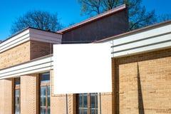 Panneau d'affichage vertical vide, cadre d'affiche, la publicité, maison non finie de conseil de l'information nouvelle nouvelle Images stock