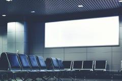 Panneau d'affichage vide avec l'espace propre pour le contenu de publicité ou le message textuel Image libre de droits