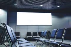 Panneau d'affichage vide avec l'espace propre pour le contenu de publicité ou le message textuel Photos libres de droits