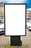 Panneau d'affichage vide avec l'espace vide pour votre message publicitaire Image stock
