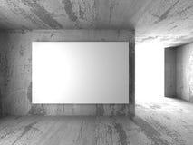 Panneau d'affichage vide blanc de bannière dans la pièce sombre de mur en béton avec le lig Images stock