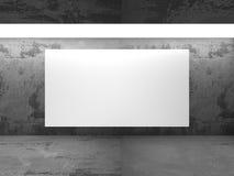 Panneau d'affichage vide blanc de bannière dans la pièce sombre de mur en béton avec le lig Image libre de droits