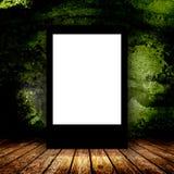 Panneau d'affichage vide dans la chambre noire vide Photos stock