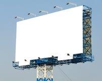 Panneau d'affichage vide prêt pour la nouvelle publicité et le ciel bleu Images libres de droits