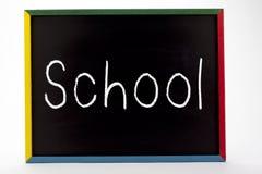 Panneau d'ardoise écrit par école Photos libres de droits
