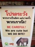 Panneau d'avertissement au zoo photos libres de droits