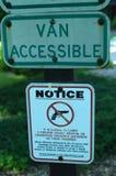 Panneau d'avertissement aucune armes à feu permises Photographie stock