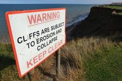Panneau d'avertissement d'effondrement de falaise Images libres de droits