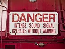 Panneau d'avertissement : Danger, signal sonore intense images stock