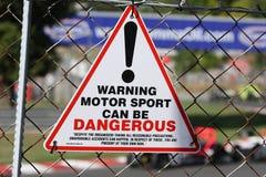 Panneau d'avertissement de sports mécaniques Photographie stock libre de droits