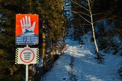 Panneau d'avertissement fermé de sentier de randonnée Photo stock
