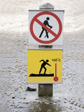 panneau d'avertissement jaune de 100 degrés Images stock