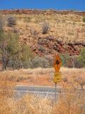 Panneau d'avertissement pour le croisement de kangourou à la gorge d'Ormiston photographie stock libre de droits