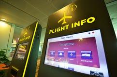 Panneau d'infos de vol à l'aéroport de Changi Image stock