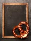 Panneau de bretzel et de menu Photos stock