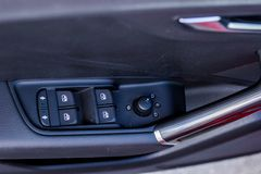 Panneau de commande avec des boutons de contrôle de fenêtre de conducteur Photos stock