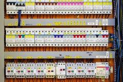 Panneau de commande avec les mètres et les disjoncteurs statiques d'énergie Images libres de droits