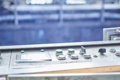 Panneau de commande d'usine avec les boutons verts Image stock