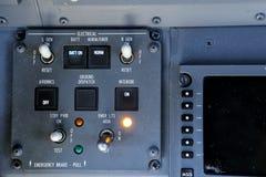 Panneau de commande de Gray Electrical avec des commutateurs et des boutons images libres de droits