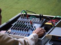 Panneau de commande de mixeur son, équipement de boutons pour le contrôle de mixeur son, le contrôle de mixeur son pour la musiqu Photo libre de droits