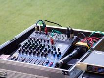 Panneau de commande de mixeur son, équipement de boutons pour le contrôle de mixeur son, le contrôle de mixeur son pour la musiqu Images libres de droits