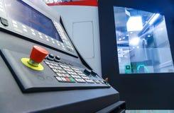 Panneau de commande pour la presse de poinçon moderne métallurgique de tourelle de commande numérique par ordinateur de feuille photographie stock libre de droits