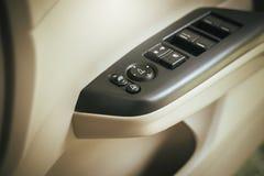 Panneau de commande de voiture de verre de bouton, de porte de serrure et de fenêtre de contrôle automatiques Photos libres de droits