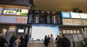 Panneau de déviations d'aéroport dans l'aéroport de Cracovie Images libres de droits