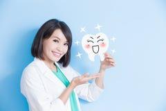 Panneau de dent de prise de dentiste de femme Images libres de droits