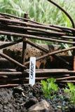 Panneau de frontière de sécurité et repère en osier de jardin Photos libres de droits