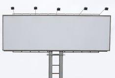 Panneau de la publicité de panneau-réclame avec l'espace vide et le projecteur léger Photographie stock libre de droits