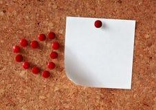 Panneau de liège avec la note blanc Photos libres de droits