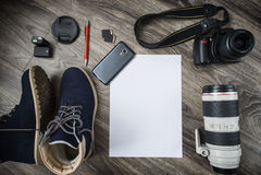 Panneau de livre blanc et outil de photographie Concept pour le formulaire ou le message de demande Photos stock