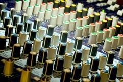 Panneau de mélange sonore images libres de droits