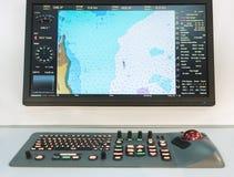 Panneau de navigation sur un bateau Carte d'oastline de ¡ de Ð sur un écran d'un navigateur images libres de droits