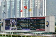 Panneau de score dans le domaine de course de chevaux de Hong Kong Shatian Photographie stock libre de droits