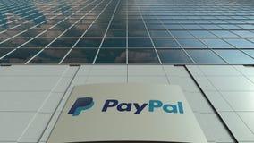 Panneau de Signage avec le logo de Paypal Façade moderne d'immeuble de bureaux Rendu 3D éditorial Photographie stock libre de droits