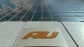 Panneau de Signage avec le logo de société de téléphone portable d'Au Façade moderne d'immeuble de bureaux Rendu 3D éditorial Photographie stock