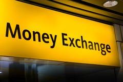 Panneau de signe d'échange d'argent/change à l'aéroport Photos stock