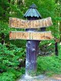 Panneau de signe de caverne d'ours (Jaskinia Niedzwiedzia) Photographie stock