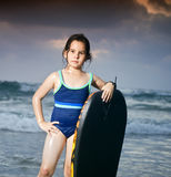 Panneau de vague déferlante de boogie de fille Images libres de droits